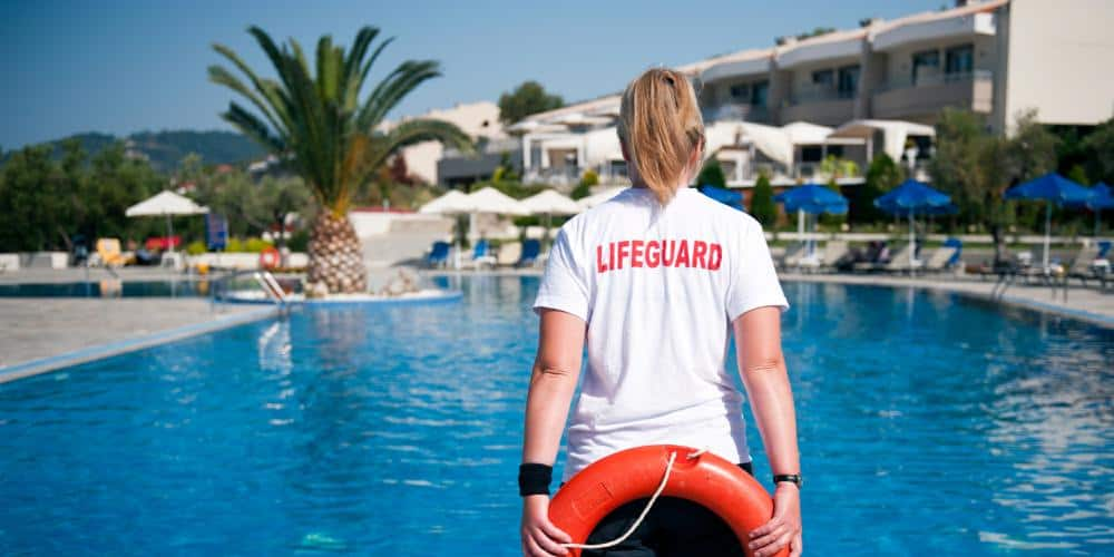 how to become a lifeguard instructor